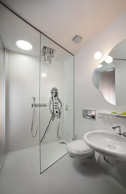 Bílá koupelna Barbarella avestavěný sprchový kout svaničkou - umělý kámen LG Hi-Macs