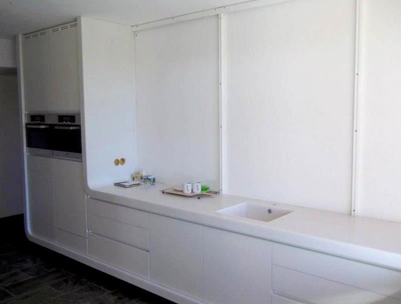 Ohýbaná kuchyňská pracovní deska adřez - umělý kámen LG Hi-Macs