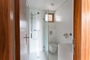 Koupelnový obklad apodlaha zumělého kamene Hi-Macs