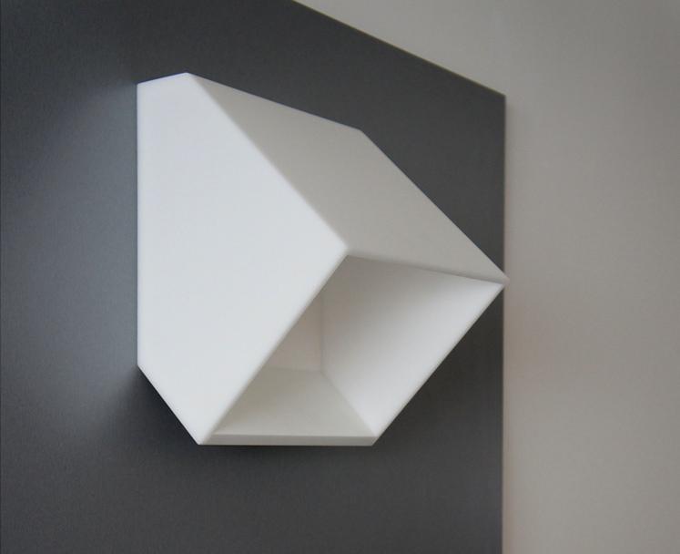 Hranaté nástěnné svítidlo - umělý kámen LG Hi-Macs