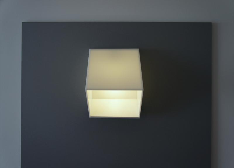 Bílé hranaté nástěnné svítidlo - umělý kámen LG Hi-Macs