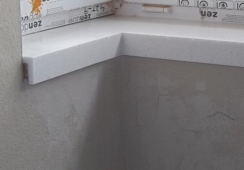 Bílý okenní parapet - umělý kámen LG Hi-Macs