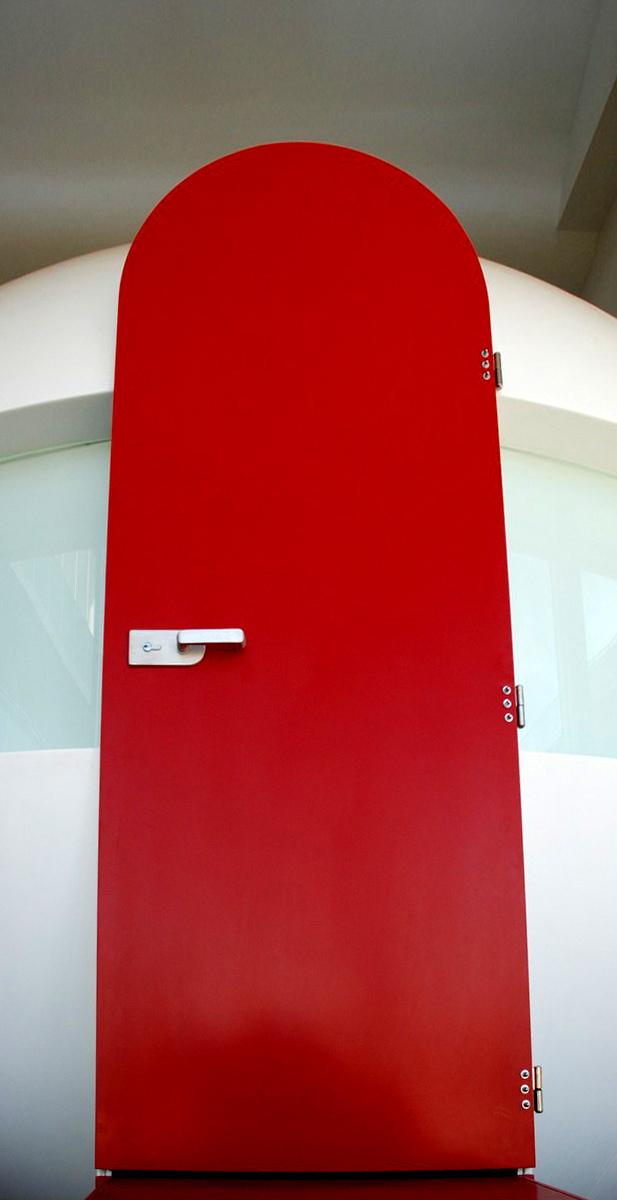 Dveře vUniverzitním kampusu Brno - umělý kámen LG Hi-Macs