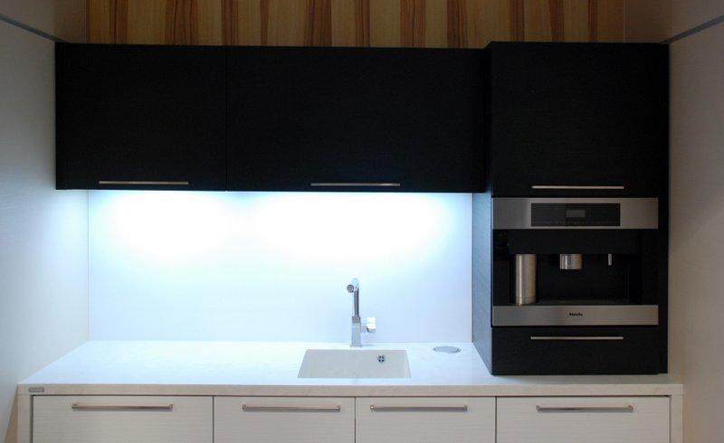 Kuchyňská pracovní deska adřez - umělý kámen Hi-macs
