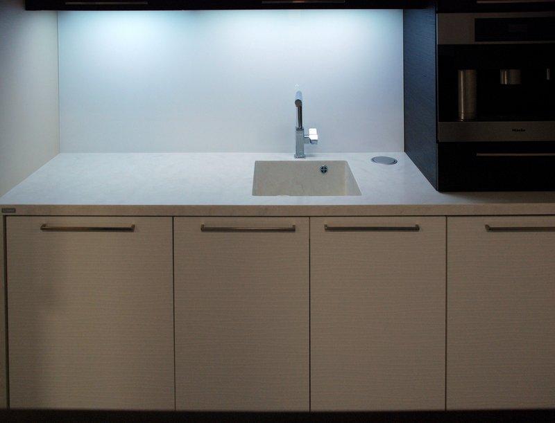 Kuchyňská pracovní deska se dřezem - umělý kámen Hi-Macs