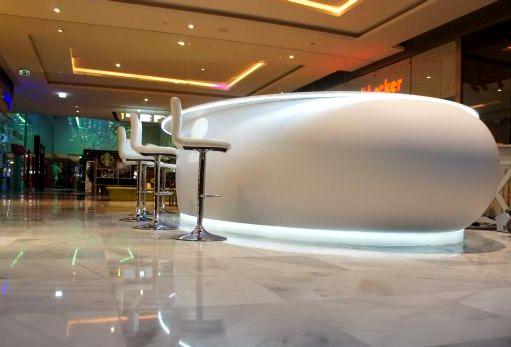 Nail bar - oválný barový pult - tvarovaný umělý kámen LG Hi-Macs