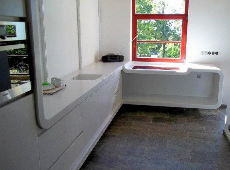 Bílá ohýbaná kuchyňská pracovní deska - umělý kámen LG Hi-Macs