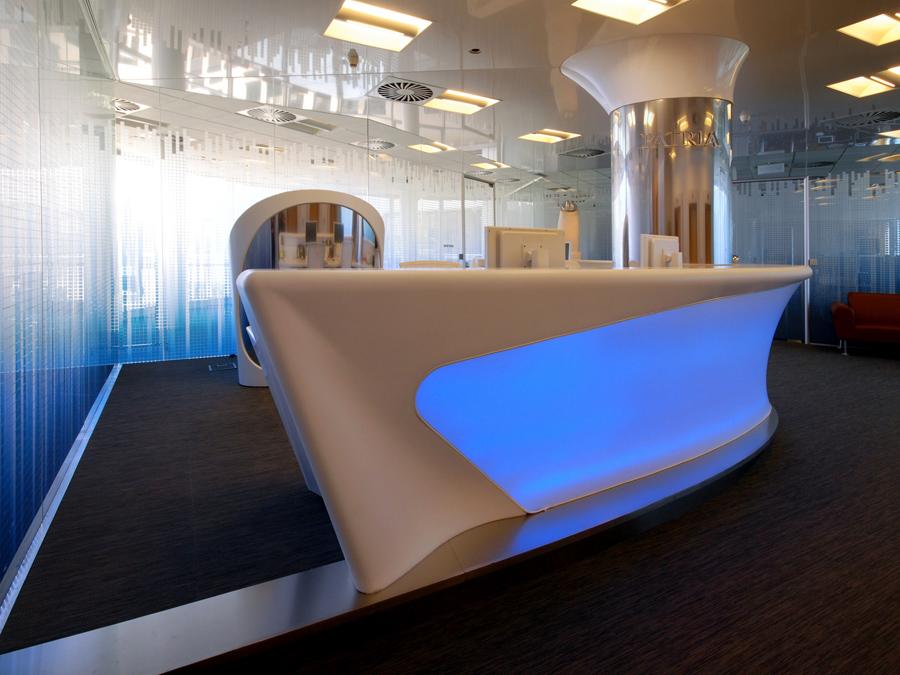 Recepční pult pro Patria Corporate Finance, Praha, Česká Republika - umělý kámen LG Hi-Macs