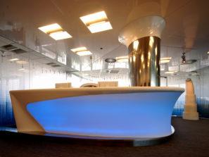 Recepční pult pro Patria Corporate Finance, Praha - umělý kámen LG Hi-Macs