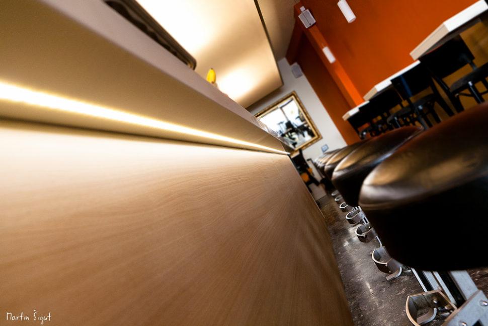 Barový pult - umělý kámen LG Hi-Macs spodsvícením