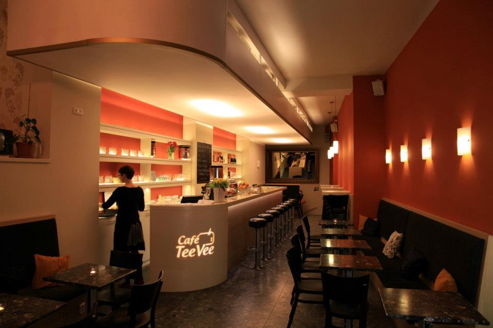 Barový pult spodsvícením loga vCafé TeeVee - umělý kámen LG Hi-Macs