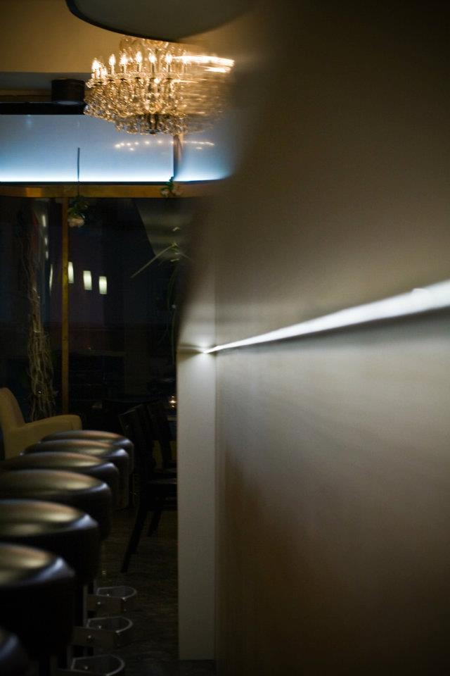Barový pult - umělá kámen LG Hi-Macs spodsvícením loga