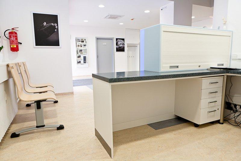 Recepční pult pro zdravotnické zařízení - umělý kámen LG Hi-Macs