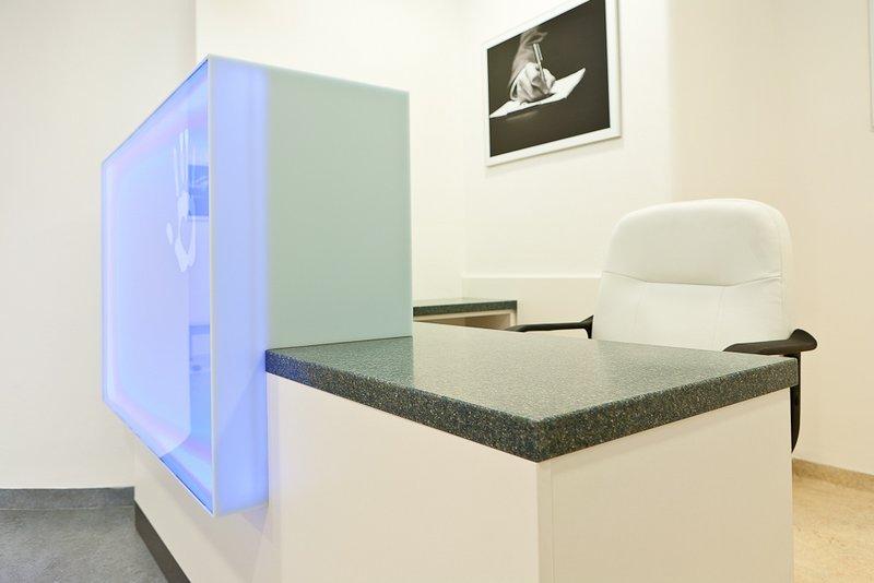Podsvícený recepční pult - umělý kámen LG Hi-Macs