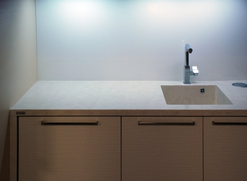 Kuchyňská linka adřez - umělý kámen Hi-Macs
