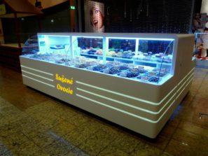 Prodejní kiosek sušeného ovoce - umělý kámen LG Hi-Macs sprosvětleným logem