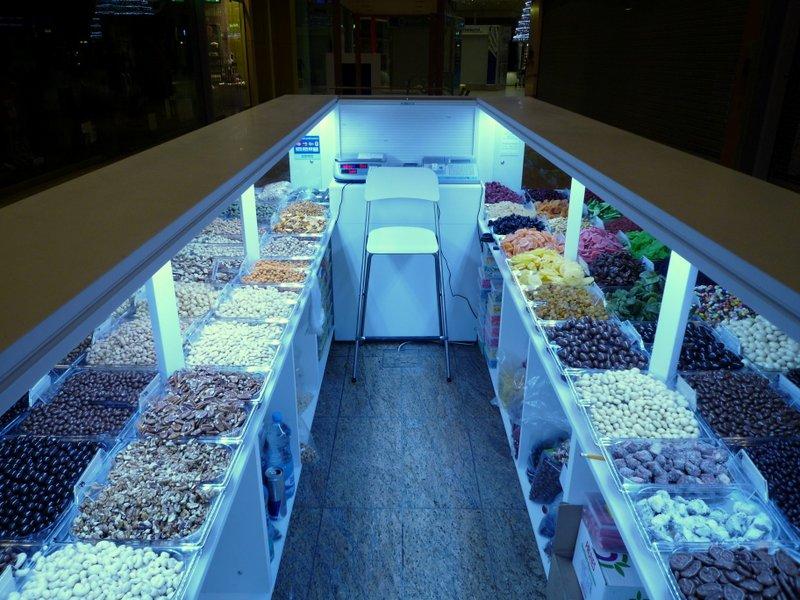 Prodejní kiosek sušeného ovoce - umělý kámen LG Hi-Macs