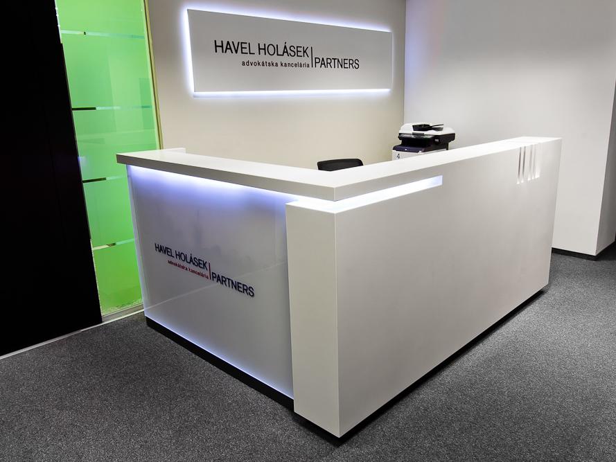 Recepční pult namíru - umělý kámen LG Hi-Macs