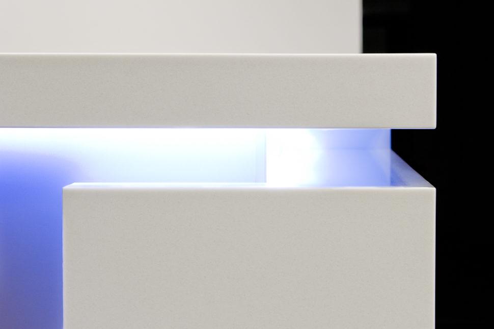 Bílý recepční pult namíru - umělý kámen LG Hi-Macs