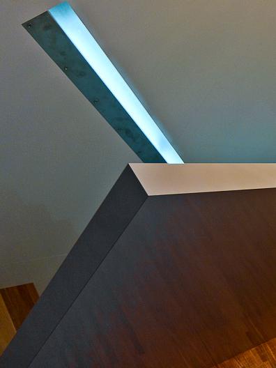 Svítící madlo naschodech - umělý kámen LG Hi-Macs