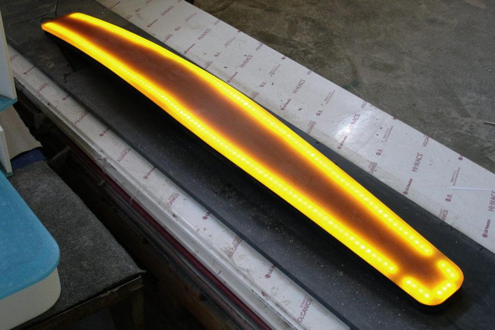 Svítidlo Twiddle zumělého kamene Avonite - výroba