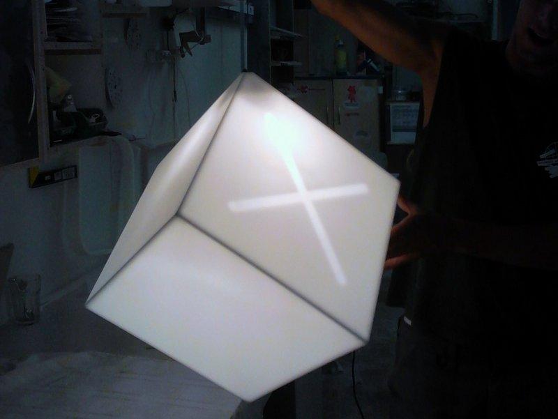 Svítící krychle - umělý kámen LG Hi-Macs