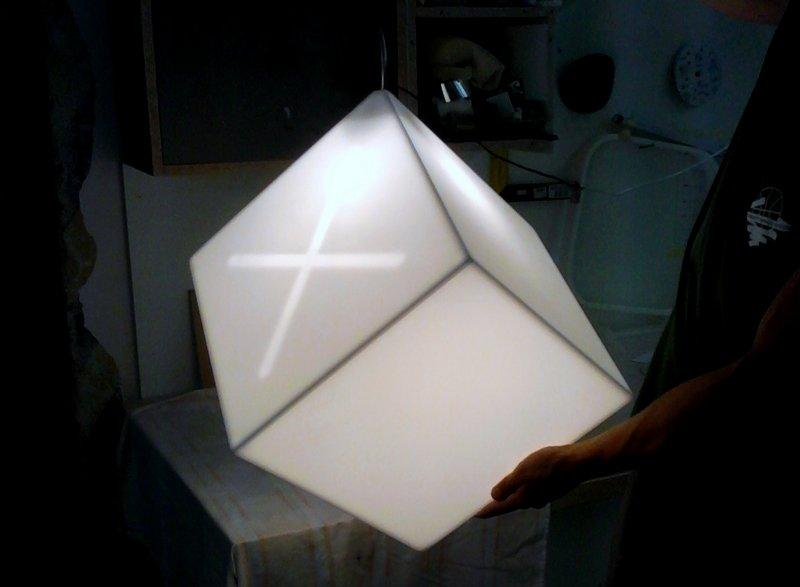 Závěsná svítící krychle - umělý kámen LG Hi-Macs